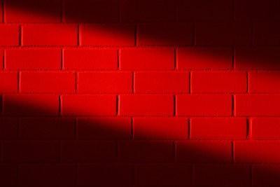 Muur kleur wijnrood dus uw kamer past een rechter om - Kleur muur volwassene kamer ...