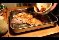 Het voorbereiden van kip in de oven