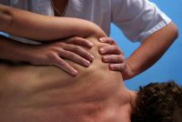 Pijn in de linker schouder - zodat u de symptomen met eenvoudige oefeningen