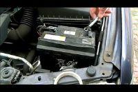 Koppel de accu van de auto - hoe het werkt