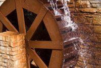 Gebruik water wiel om elektriciteit op te wekken