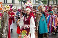 Carnavalskleding in grote maten - Hier vindt u