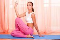 Yoga oefeningen voor platte buik thuis - instructies