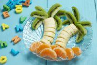 Serveer fruit voor kinderen smaakvol - Teller decoraties met voedsel