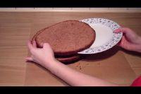 Snijd sponge cake voor een taart - dus slaagt is perfect