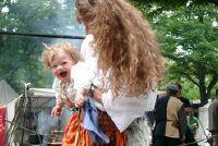 Naaien middeleeuwse kleding voor baby's - zo succesvol een jurk