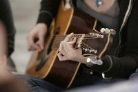 Oefeningen voor de linkerhand op de gitaar