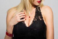Verlichten roodheid van de huid op de hals - hoe het werkt