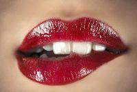 Wat lipstick kleur met gelige tanden?