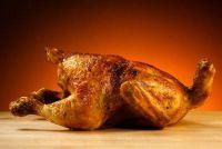 Voor gebakken kip maak een marinade - een recept met curry