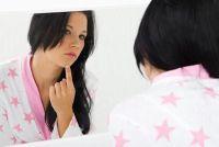 Bedek puistjes op het gezicht - zodat u van toepassing zijn make-up goed