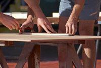 Houten plank - het bouwen van een weersbestendige zaad tafel