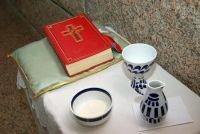 Maak met Pasen Religie voor kinderen om te ervaren - dus bezoek dienst voor kinderen