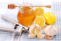 Honing met melk en ui stock - dus je vecht een koud met huismiddeltjes