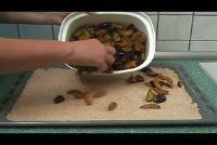 Maak Streusel voor plum taart zelf