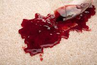 Verwijder vlekken op het tapijt - zo gaat het met glasreiniger