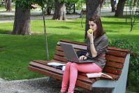 Met de laptop op de telefoon om het internet - hoe het werkt