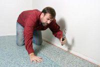 Repair burn gat in het tapijt