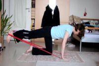 Terug oefeningen met Thera Band - drie oefeningen