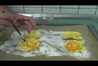 Rozen zijn eetbaar - dus gebruik van de bloemen