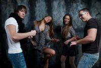 Repeteren populaire dansen met jonge mensen - dus slaagt's