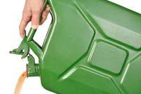 Maak de juiste manier bewaren - brandstoftank in de garage