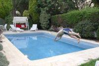 Een zwembad in de bodem betrokken zijn - je moet er rekening mee