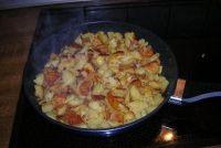 Pan voor gebakken aardappelen - je moet aandacht besteden