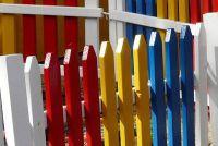 Onderstreep tuin hekken gemaakt van hout recht