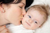 Kus op het voorhoofd - Plaats liefde gebaren correct