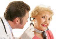 De druk op de oren veroorzaakt door een koude - wat te doen?
