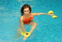 Water aerobic oefeningen voor de buik - zodat u goed te trainen