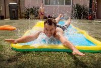 Sims Free Play - Speel waterglijbaan