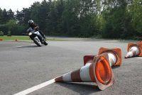 Het besturen van een motor bochten leren - twee eenvoudige oefeningen