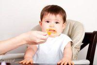 Verandering in de voeding bij zuigelingen - zo krijgen de eerste babyvoeding