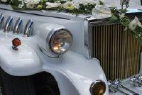 Maak lussen voor het huwelijk auto zelf
