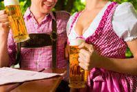 Oktoberfest en de juiste tafelkleden - vieren een bezoek aan de biertuin