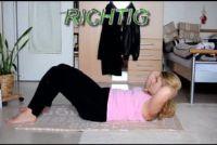 Doe situps rechts - zodat ze een stevige buik