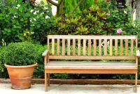 Onderstrepen houten bankje - zodat u het hout blijvend beschermen