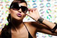 Zonnebril kan worden aangepast - als u uw bril veranderen als ze kont oor gedrukt