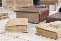 Restore boeken - dus het komt met leer gebonden boeken