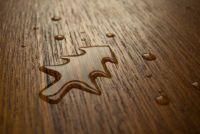 Hoe krijg ik water vlekken van houten meubelen?