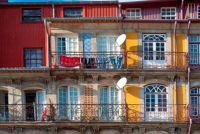 Parasol hechten stevig op het balkon - dus ga je gang