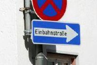 Wachten plicht bij het verlaten van een one-way street - als je goed gedraagt