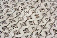 Grastegels gemaakt van beton in verlegenheid gebracht - stap voor stap