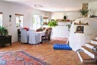 Gordijnen voorstellen voor de woonkamer - idee voor een mediterrane sfeer