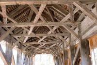 Houten balken plafond - het gebouw slaagt dus