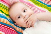 Baby: voorkomen duimzuigen - voors en tegens