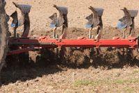 Staatsboerderijen en collectieve boerderijen - verschil
