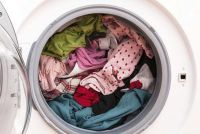 Na het wassen van witte lijnen op de kleren - wat te doen?